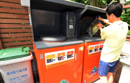 Koreans Deploy Waste Disposers to Avoid Smart Bin Fees
